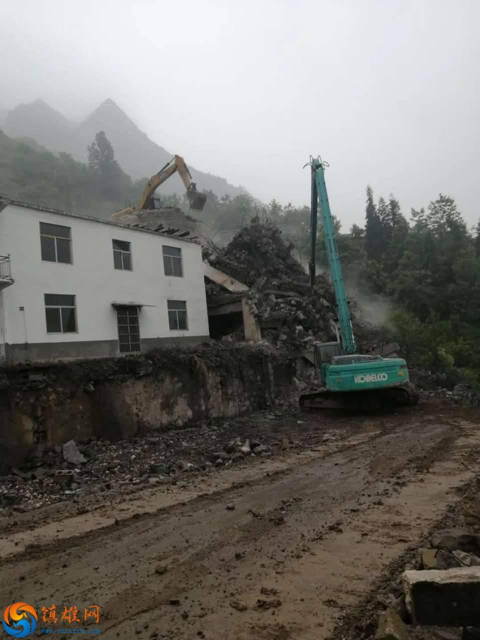 坡头镇政府强拆四百万厂房